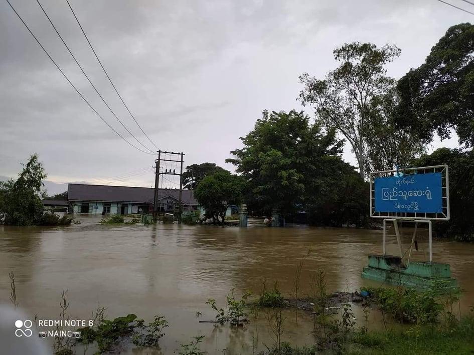 ပိန်းဇလုပ်မှာ ရေကြီးနေလို့ အိမ်ထောင်စု ၈၀၀ ကျော် ဘေးလွတ်ရာကိုပြောင်းရွှေ့