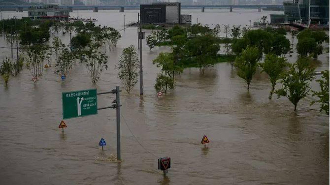 တောင်ကိုရီးယားမှာ ရေကြီးမှုကြောင့် လူ ၁၃ ဦးသေဆုံး၊ ၁၃ ဦးပျောက်ဆုံးနေ