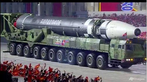 မြောက်ကိုရီးယား စစ်ရေးပြပွဲမှာ အကြီးစား တိုက်ချင်းပစ်ဒုံးပျံသစ်တွေ ထုတ်ဖော်ပြသ