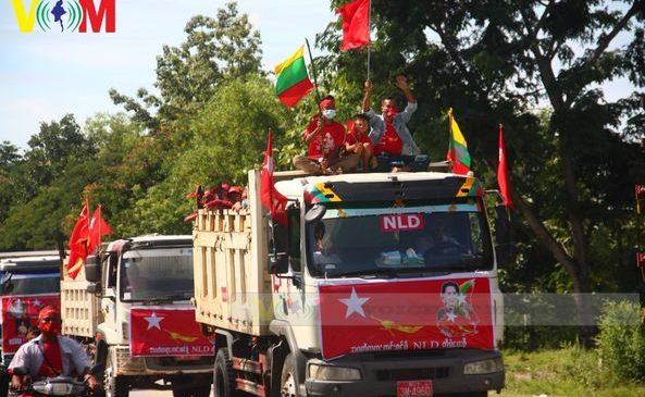 လုပ်ငန်းခွင်သုံး ယာဉ်အစီးရေ ၃၀၀ ကျော်နဲ့ NLD ထောက်ခံဝန်းရံသူတွေက အင်အားပြလှည့်လည်