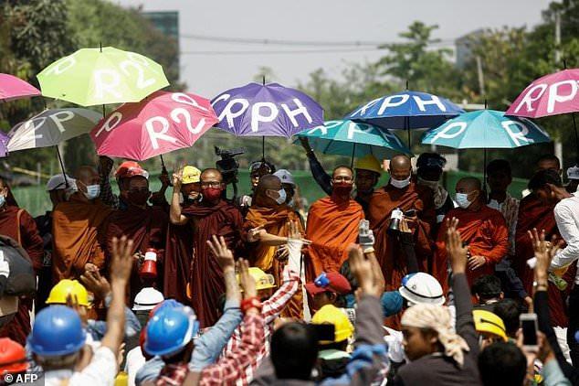 မြန်မာနိုင်ငံမှာ လူသားမျိုးနွယ်စုအပေါ် ရာဇာဝတ်မှုကျုးလွန်နေဖွယ်ရှိကြောင်း ကုလလူ့အခွင့်အရေး ကိုယ်စားလှယ် သတိပေး