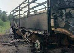 မုံရွာ-ဂန့်ဂေါ-ကလေး ကားလမ်းမှာ ၁၂ ဘီးကား ၁ စီး မိုင်းထိပြီး မီးလောင်လို့ လူ ၁ ဦးသေဆုံး