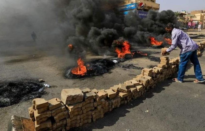 ဆူဒန်မှာ အရပ်ဘက်ခေါင်းဆောင်တွေကို စစ်တပ်ကဖမ်းဆီးပြီး အာဏာသိမ်းလိုက်ပုံရ